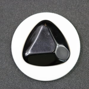 black-white-round-with-triangle-detail-1960s-button_4180_sq