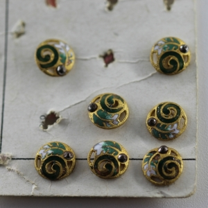 set-of-7-mini-victorian-dress-buttons-on-original-card_4850_sq